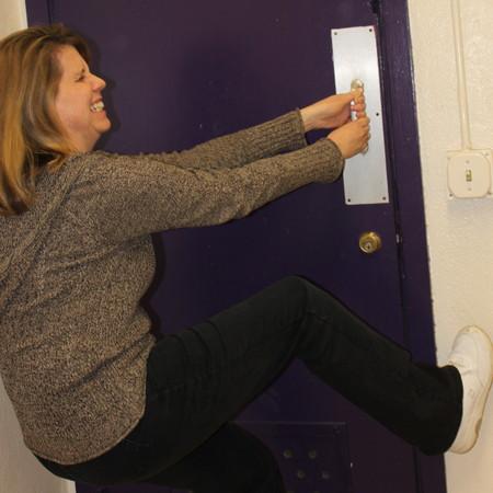 Women toilet without using door - Bathroom door that fogs up when locked ...