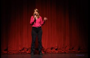 HOW TO ADD MORE HUMOR TO YOUR SPEAKING AND BECOME A STAND-UP COMIC Stacey Gustafson